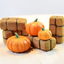Houten pompoenen met hooi set (7-delig), Bumbu toys