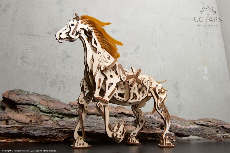 Ugears houten mechanisch paard, 410 delig bouwpakket!